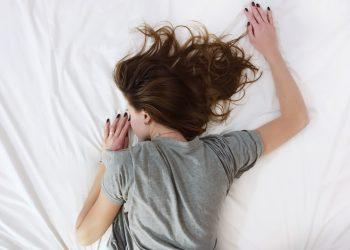 ¿Te sentís cansado y querés dormir todo el tiempo? Estos pueden ser los motivos