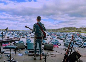 Volvieron los recitales en Dinamarca: cada uno desde su auto y respetando distancias